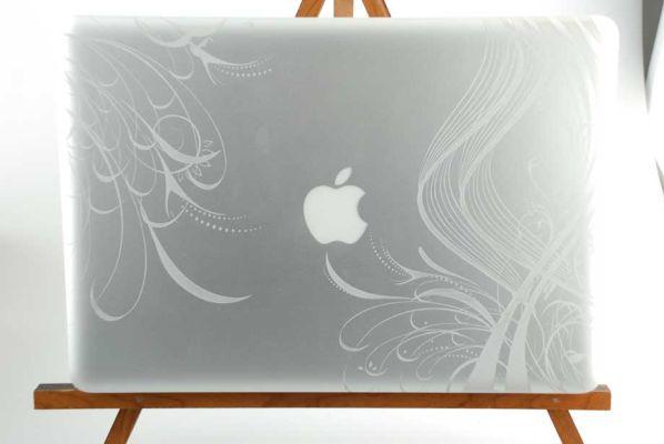 Cá nhân hóa laptop với công nghệ khắc Laser